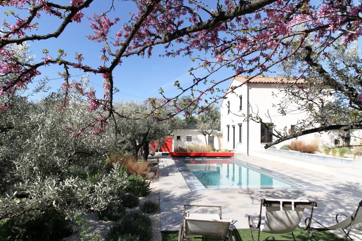 Le gite et la piscine au printemps. - Location de vacances - Nyons