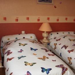 chambre papillon 2 lits 1 personne - Chambre d'hôtes - Port-Mort
