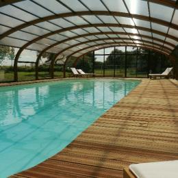 Piscine couverte et chauffée - Location de vacances - Calleville