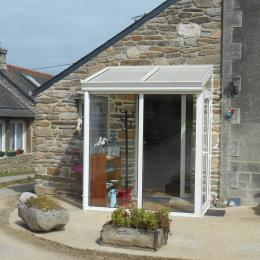 Salon de jardin dans veranda - Location de vacances - Plougonvelin