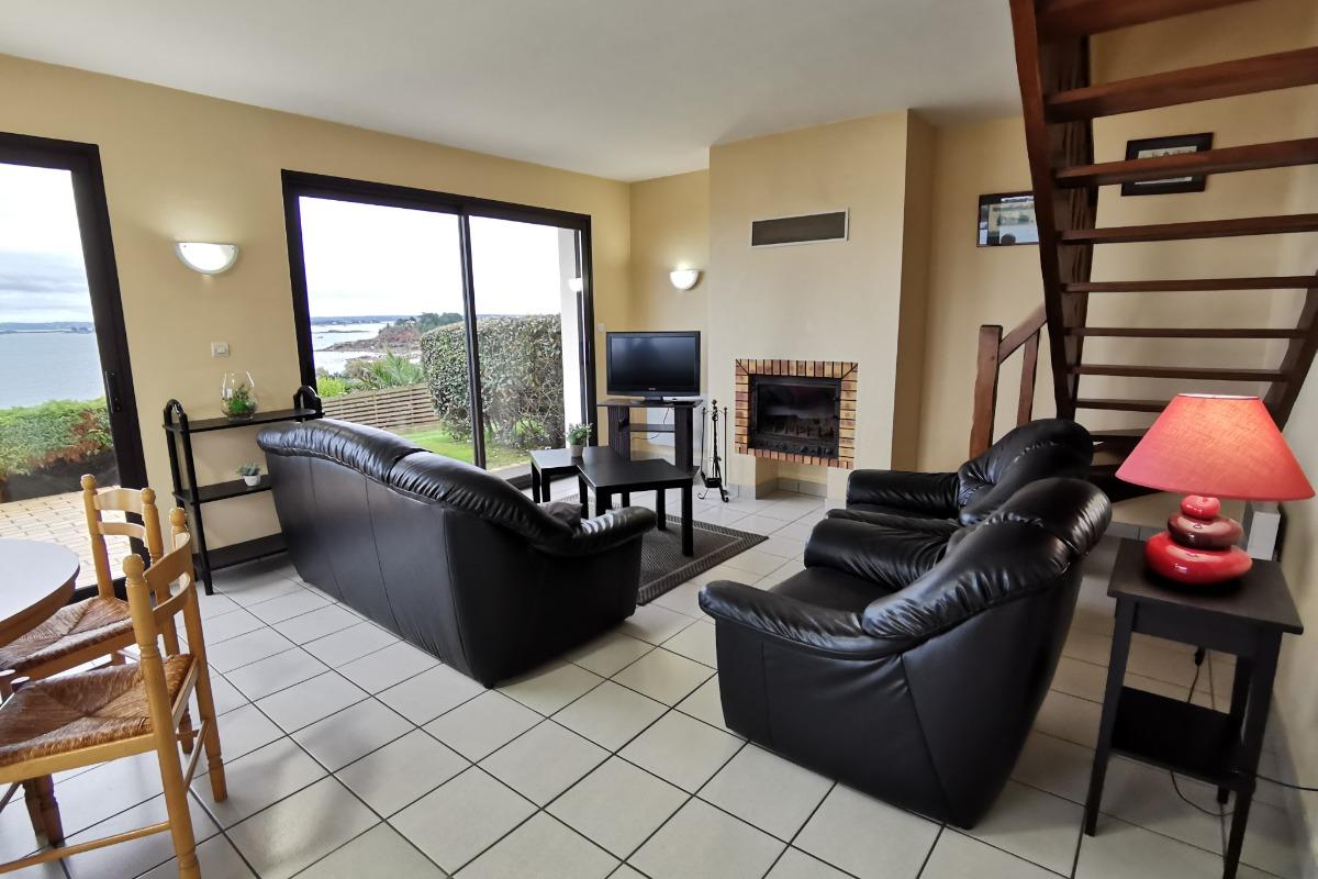 salon avec cheminée - Location de vacances - Saint-Pol-de-Léon
