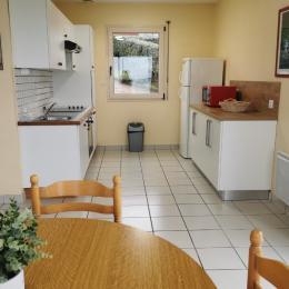cuisine aménagée et équipée - Location de vacances - Saint-Pol-de-Léon