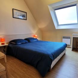 Chambre lit 140 pour 2 personnes - Location de vacances - Saint-Pol-de-Léon