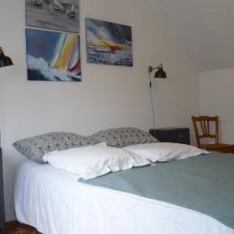 chambre 1 avec lit 140 - Location de vacances - Guissény