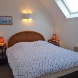 une chambre avec placard, 1 lit 140 - Location de vacances - Fouesnant