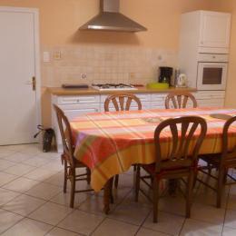 Cuisine / Salle à manger - Location de vacances - Châteauneuf-du-Faou