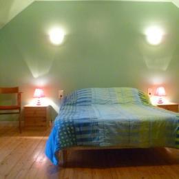 Chambre avec 1 lit 140 - Location de vacances - Châteauneuf-du-Faou