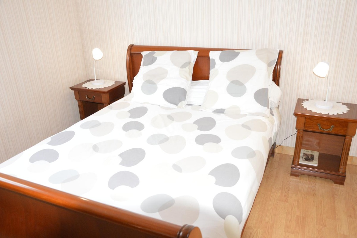 Chambre avec 1 lit 140cm - Location de vacances - Santec