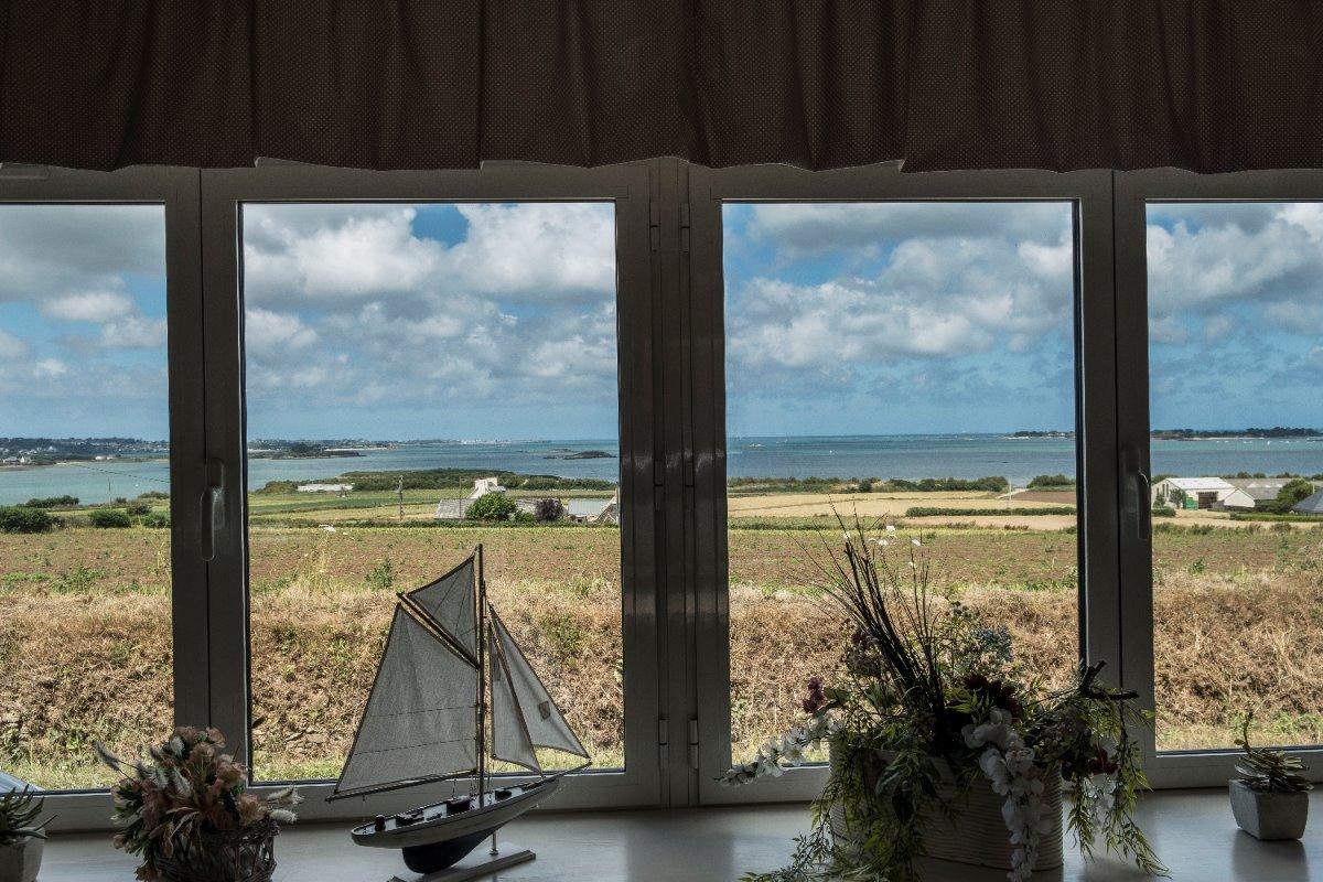 Façade exposée Sud + terrasse et jardin - Location de vacances - Carantec