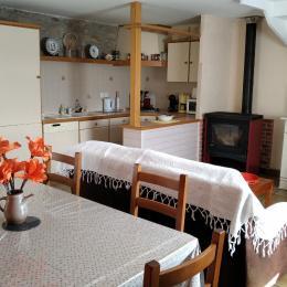 salon avec poële à bois - Location de vacances - Pont-Aven