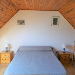 Chambre avec 1 lit 140 - Location de vacances - Quéménéven