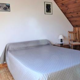 Chambre avec 2 lits 90 - Location de vacances - Quéménéven