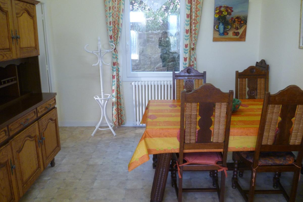 salle à manger ouverte sur la cuisine - Location de vacances - Châteaulin