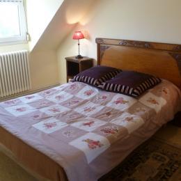chambre 1 à l'étage - Location de vacances - Châteaulin
