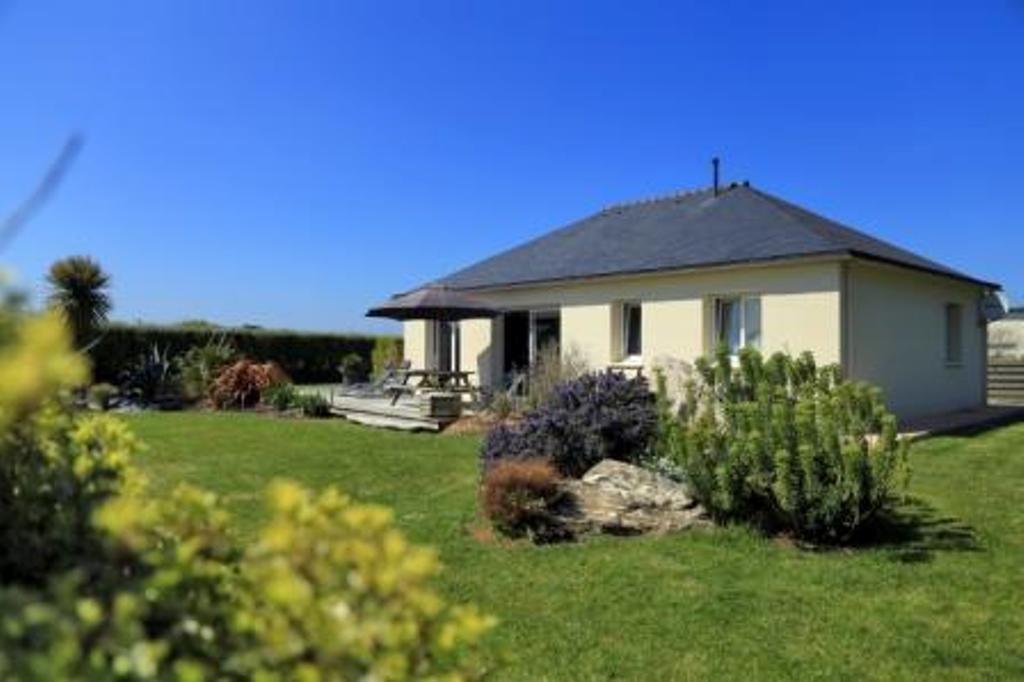 vue d'ensemble avec jardin - Location de vacances - Guissény