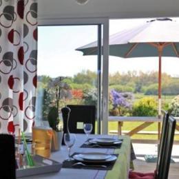 vue du séjour sur terrasse - Location de vacances - Guissény
