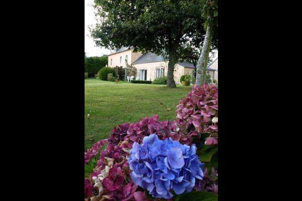 Vue d'ensemble côté jardin - Location de vacances - Lannilis