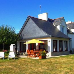terrasse avec barbecue - Location de vacances - Plomeur