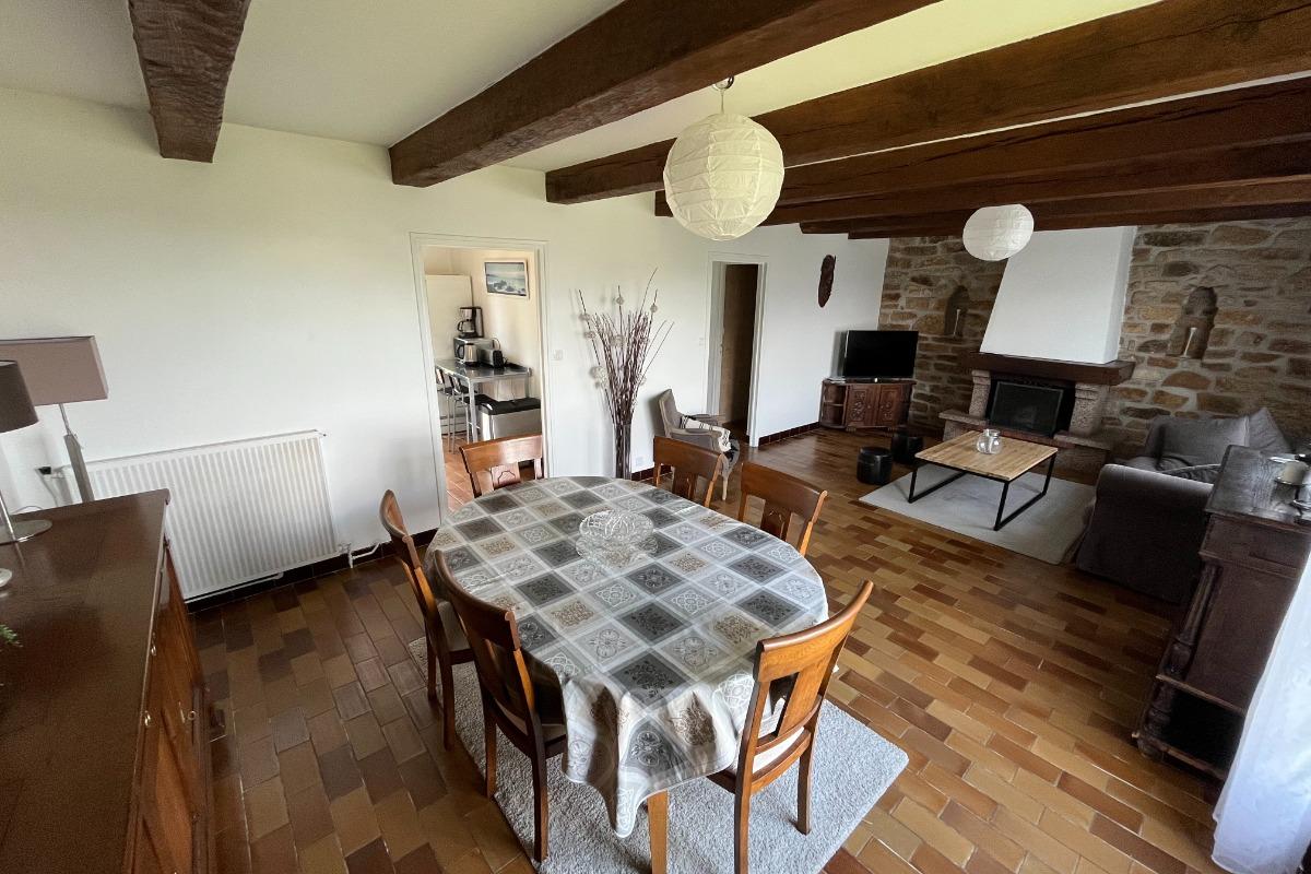 terrasse donnant sur le jardin à l'arrière de la maison sans aucun vis à vis avec la maison mitoyenne - Location de vacances - Plouguerneau