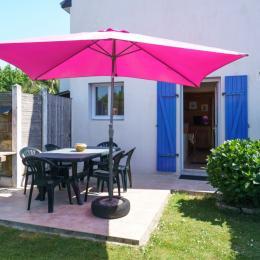 extérieur,jardin clos, terrasse, barbecue - Location de vacances - Treffiagat
