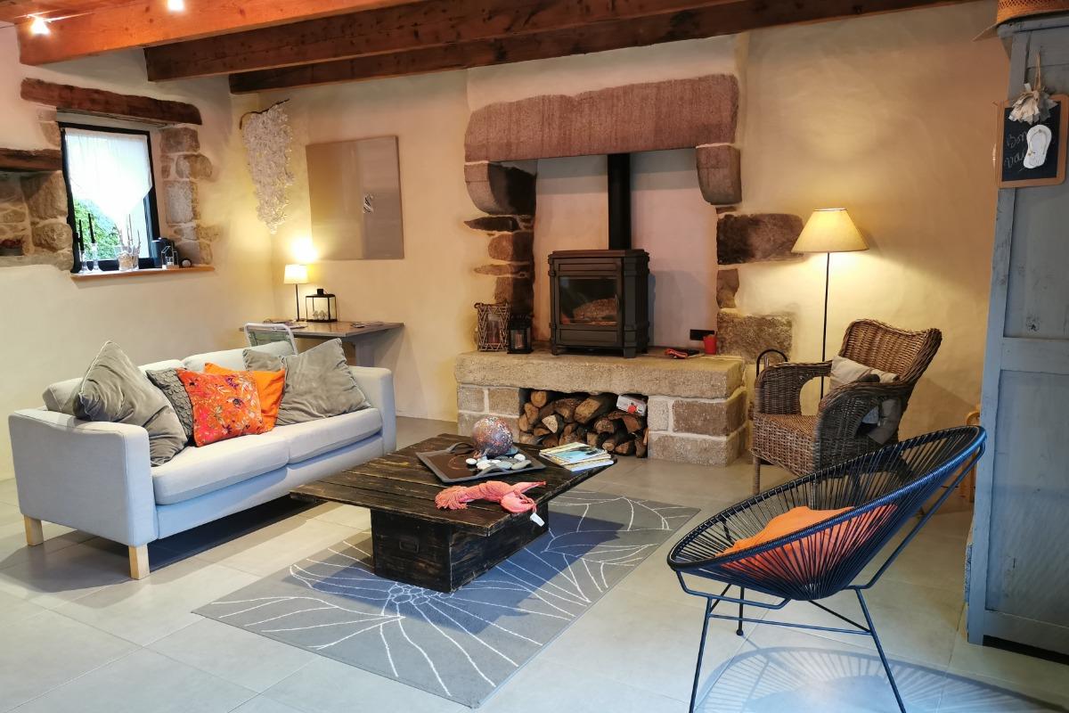 Salon avec poêle à bois - Location de vacances - Saint-Pol-de-Léon