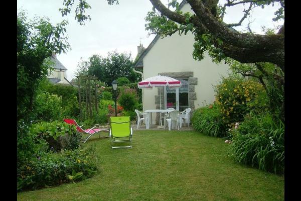 Façade sud de la maison depuis le portail - Location de vacances - Le Cloître-Saint-Thégonnec