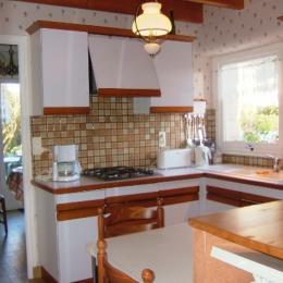 cuisine très fonctionnelle - Location de vacances - Le Cloître-Saint-Thégonnec