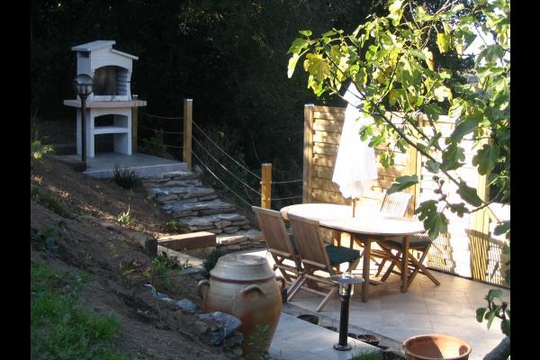 salon de jardin et barbecue - Location de vacances - Saint-Thois