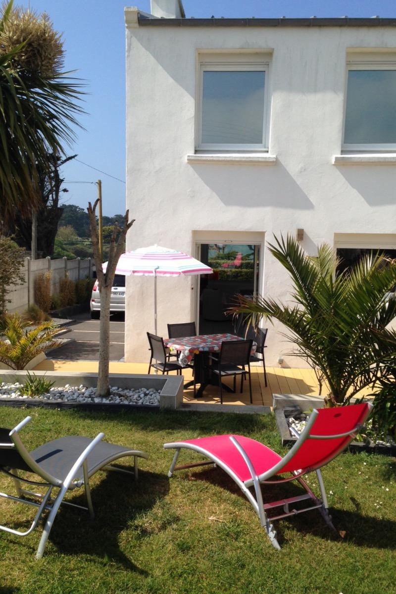 Vue maison côté jardin - Location de vacances - Landunvez