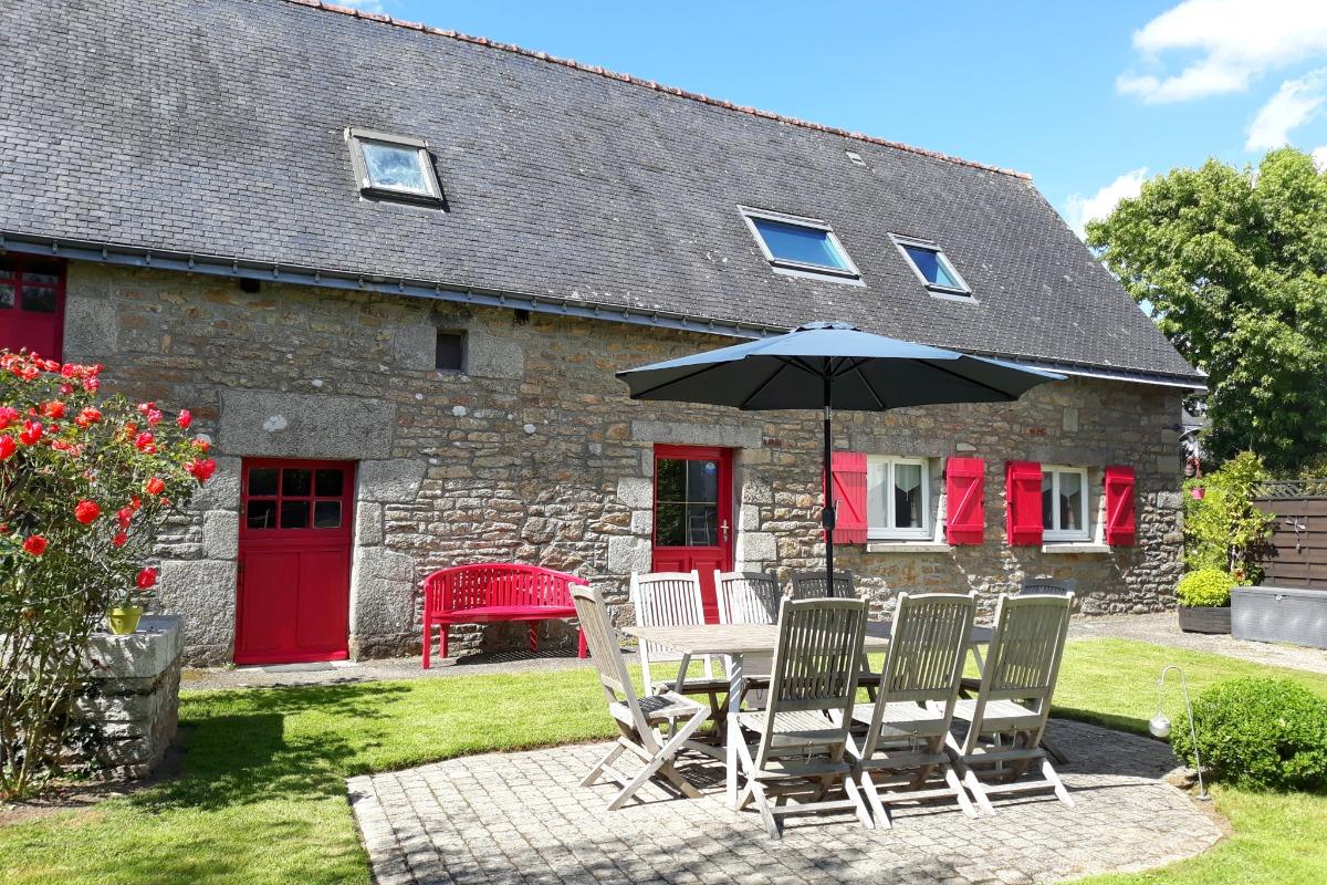 Jardin privatif clos avec salon de jardin pour 8 personnes - Location de vacances - Rédené