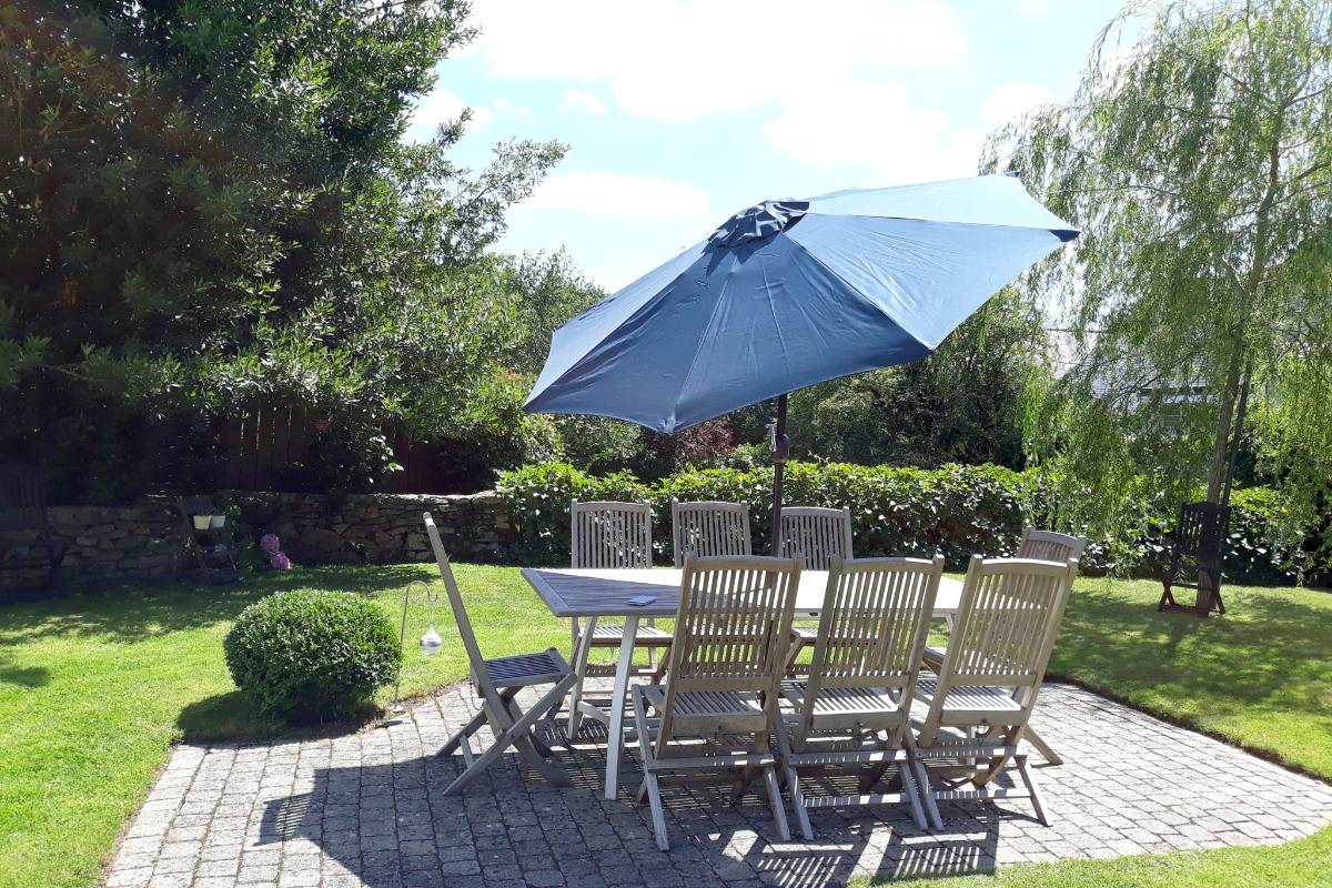 Terrasse et salon de jardin - Location de vacances - Rédené
