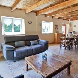 Coin séjour-salon-cuisine - Location de vacances - Rédené