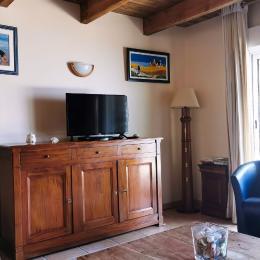 Coin cuisine avec tout l'équipement indispensable et de quoi petit-déjeuner (+ buanderie et wc individuel) - Location de vacances - Rédené