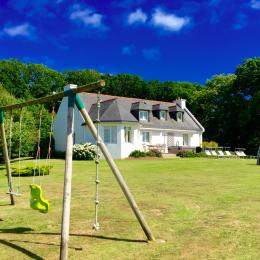 La Villa et une partie de son jardin - Location de vacances - Crozon