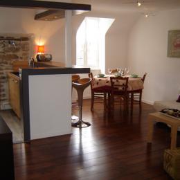 Cuisine ouverte sur le coin salon et la salle à manger - Location de vacances - Douarnenez