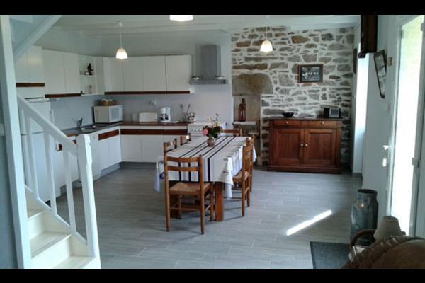 table familiale dans le séjour - Location de vacances - Saint-Pabu