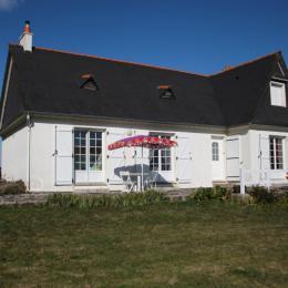 Terrasse côté jardin - Location de vacances - Plonéour-Lanvern
