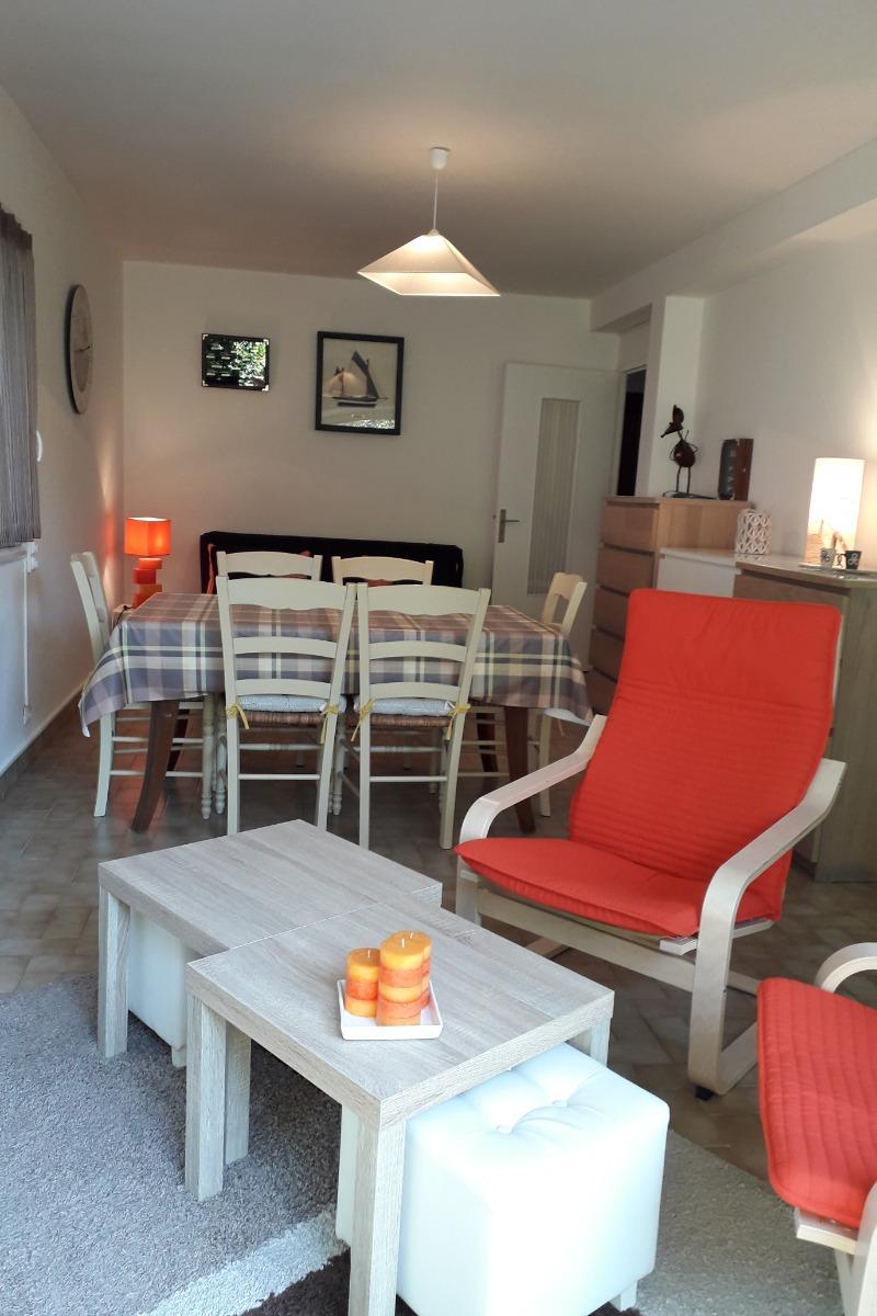 Pièce à vivre lumineuse avec accès sur jardin et terrasse - Location de vacances - Bénodet