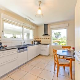au rez de chaussée la chambre avec sa Salle de bains privative - Location de vacances - Carantec