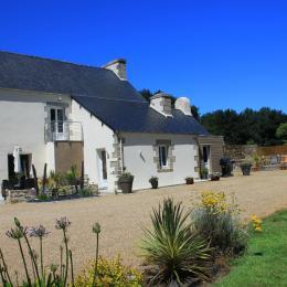 Maison de caractère avec jardin et superbe vue sur la campagne - Location de vacances - Scrignac