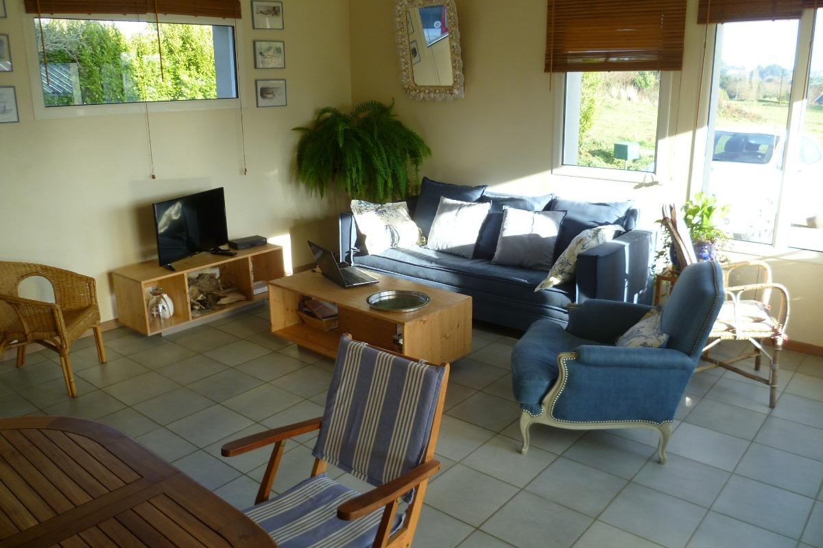 salon avec vue sur le jardin et le bras de mer - Location de vacances - Locquirec