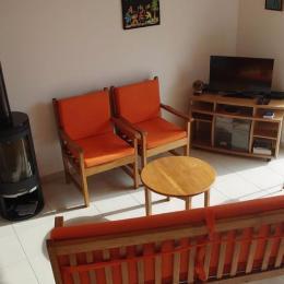 salon-séjour vue de l'escalier - Location de vacances - Lannilis