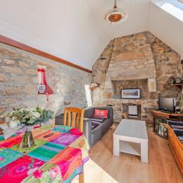 chambre parentale très éclairée , 2 fenêtres , vue sur le village. - Location de vacances - Plouarzel