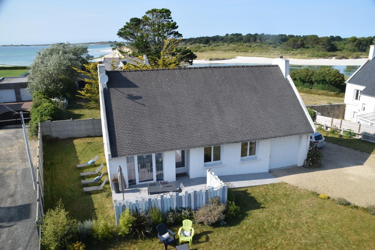 La maison , la plage et  la mer a marée basse - Location de vacances - Plougoulm