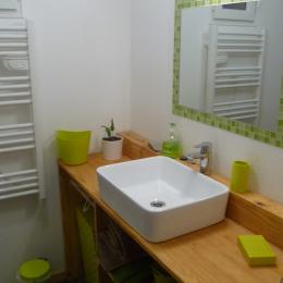 salle d'eau communicante avec la chambre - Chambre d'hôtes - Lanvéoc