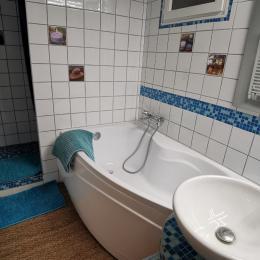 un petit déjeuner sur la terrasse - Chambre d'hôtes - Lanvéoc