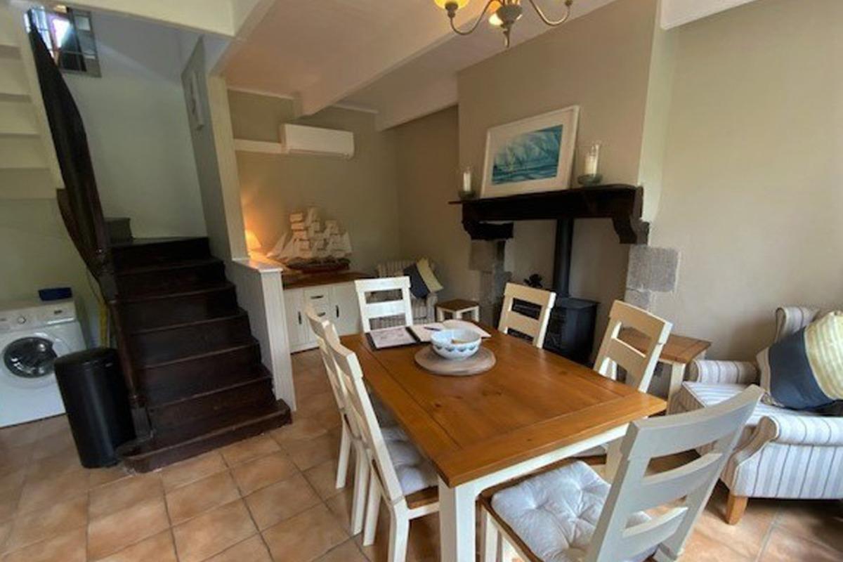 petit coin salon près de la cheminée - Location de vacances - Sizun