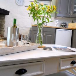 chambre avec king size bed - Location de vacances - Sizun