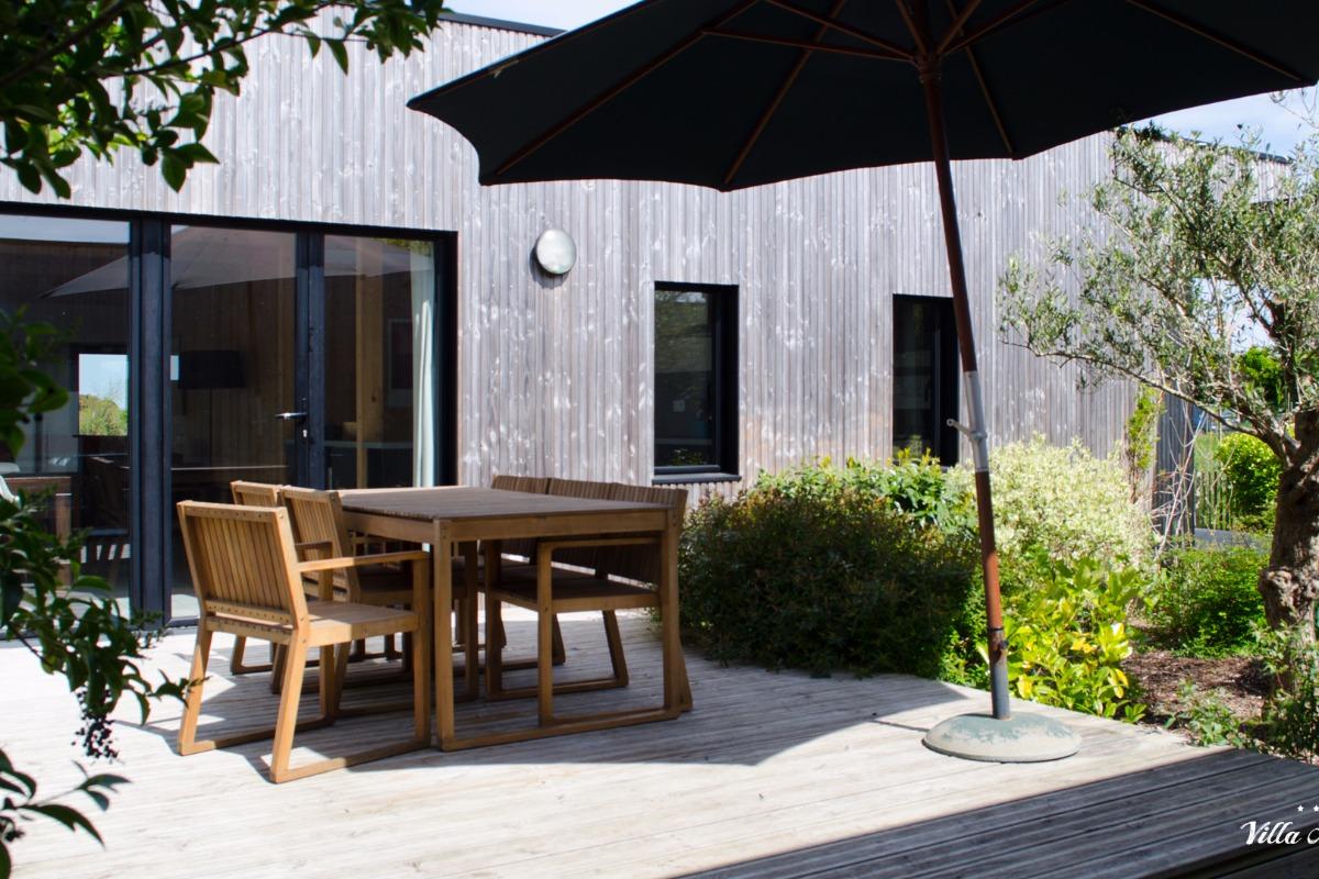 maison d 39 architecte avec beau patio et piscine int rieure 150 m de la plage finist re. Black Bedroom Furniture Sets. Home Design Ideas