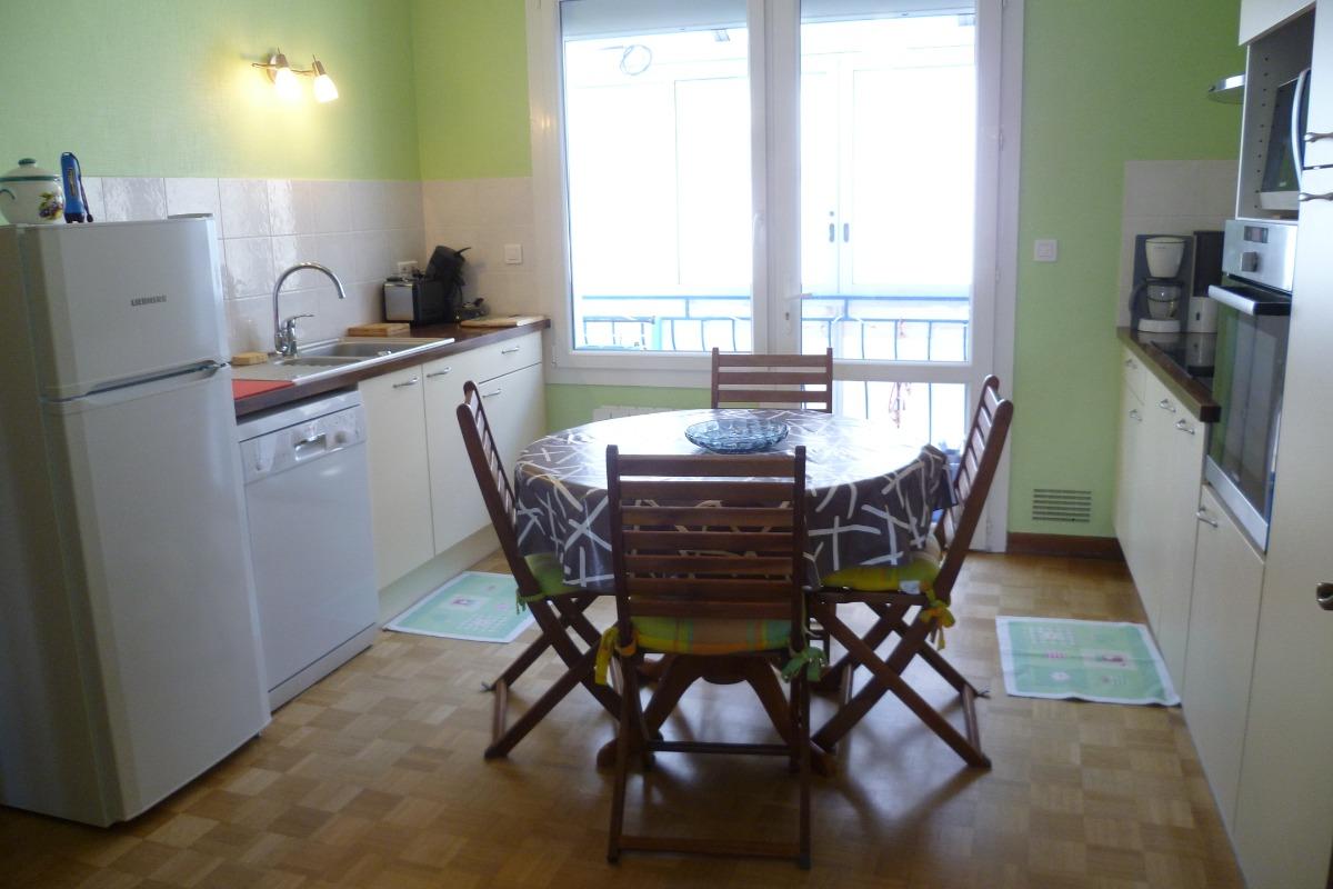 Cuisine indépendante avec accès à la salle manger - Location de vacances - Audierne